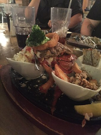 Salter Path, Kuzey Carolina: The seafood was fresh and delicious and the steak was super tender. The Shrimp Wreck, Mahi Mahi,