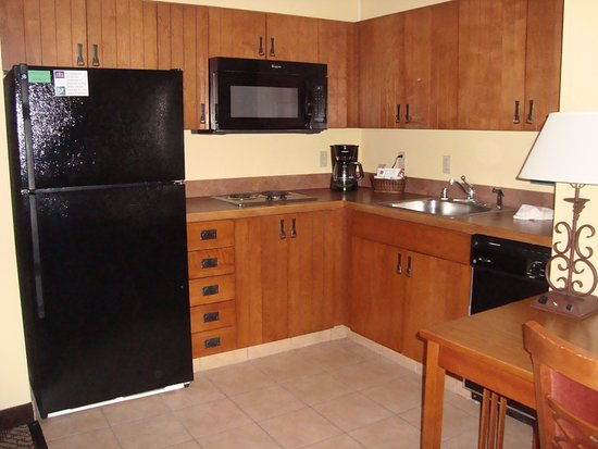 MCM Elegante Lodge & Suites: Kitchen/dining area