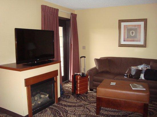 MCM Elegante Lodge & Suites: Living area