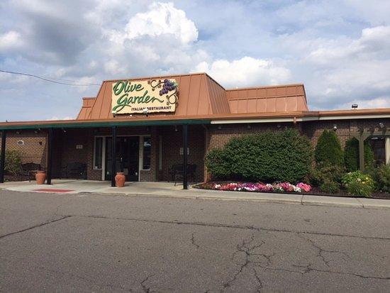 Rochester Hills, MI: Entrance