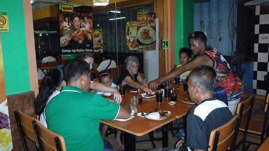 Висайские острова, Филиппины: Family Dinner Australians and Philippino.