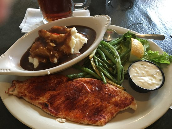 Pellston, MI: Great burger, tasty whitefish, and ice cold Alaskan Amber