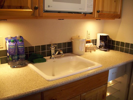Sandpoint, ID: Kitchenette with dishes, 2 wine glasses, toaster, microwave, refrig