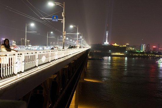 Wuhan Yangtze River Bridge: 長江大橋東端から西方向