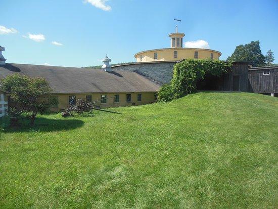 Pittsfield, MA : Round Stone Barn