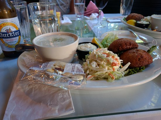 Griswolds Tavern: crab cakes and chowder