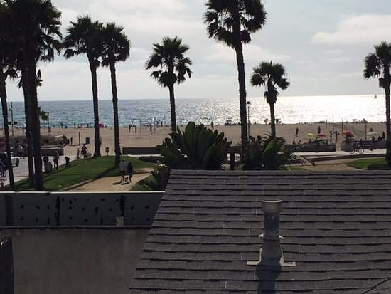 Hermosa Beach, CA: This was our awesome view.