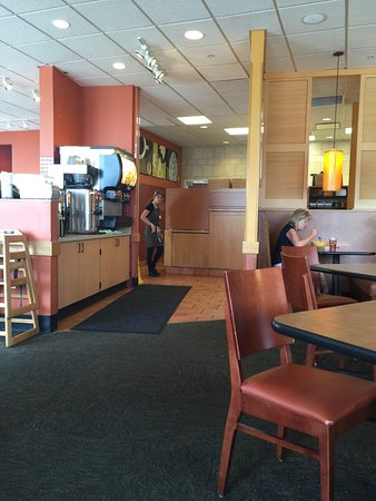 Panera Bread: Counter & Tables