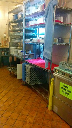 The Green Tortoise Hostel: Area of the self-serve kitchen.