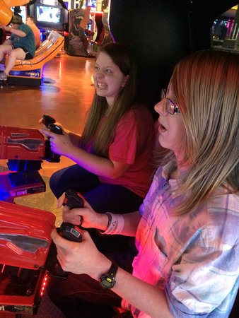 Independence, MO: kids playing video games