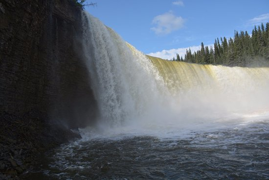 Fort Providence, Kanada: Down at Kakisa River to admire Lady Evelyn's from up-close