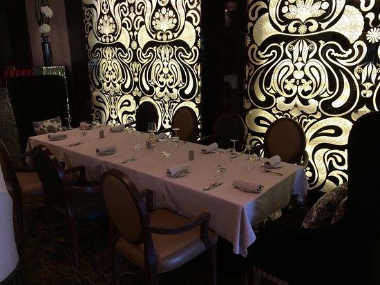 Table setting - a center-piece flower arrangement, personalized ...