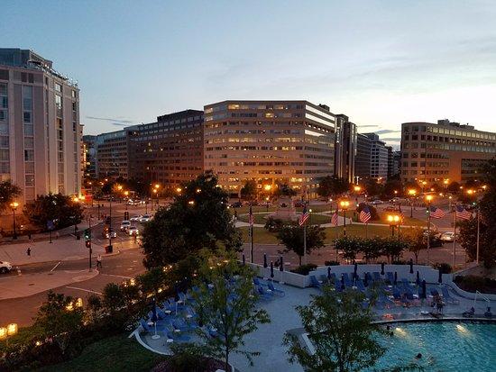 Washington Plaza Hotel : View from balcony at night