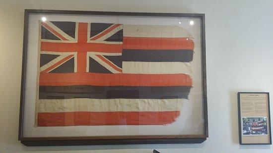 Old Lahaina Courthouse: Old Hawaiian Flag