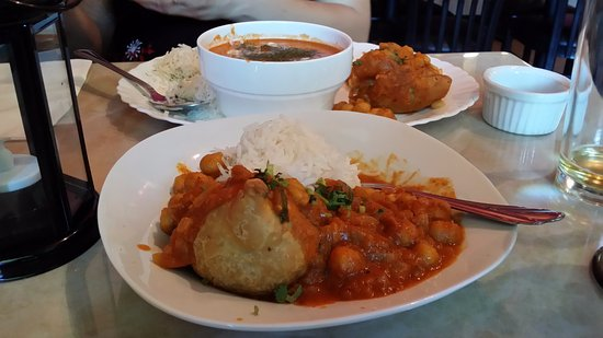 Port Coquitlam, Canada: Samosa, chana, butter chicken