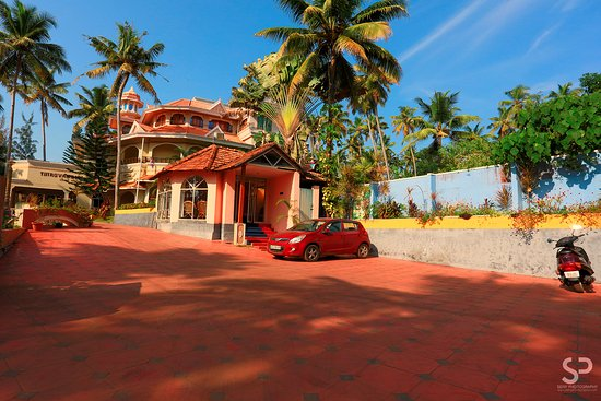Thiruvambadi Beach Retreat: You can see my car there in front of the resort..:D