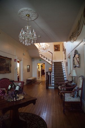 Bluff Point, NY: Inside the mansion