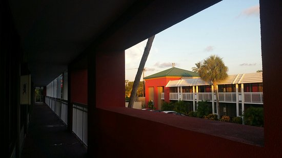 Ramada Naples: 20160820_194019_large.jpg