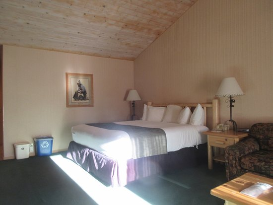King Size Bed, Best Western Ponderosa Lodge, Sisters, Oregon