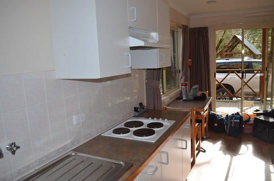 Bright, Australien: Kitchen also had micro wave oven