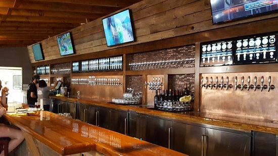 Vista, CA: The tasting bar