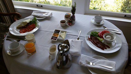 San Ysidro Ranch, a Ty Warner Property: Breakfast room service.