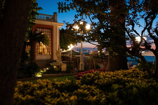 Europa Palace Grand Hotel: Restaurant et terrasse