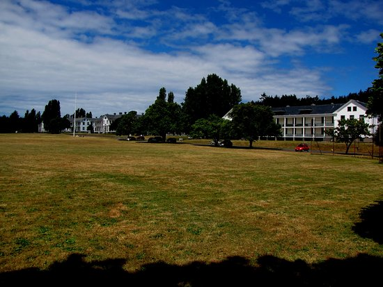 Fort Worden State Park: Parade grounds at Fort Worden.