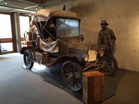 """โอกแลนด์, แคลิฟอร์เนีย: """"Grapes of Wrath"""" style display in history gallery"""