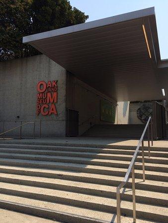 โอกแลนด์, แคลิฟอร์เนีย: Museum Main Entrance