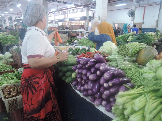 New Market: Fresh fruit and vegetables