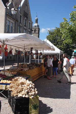 Saulieu, France: Il est tout près de la Basilique