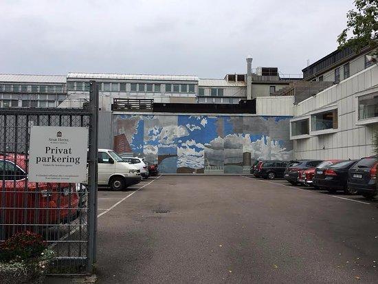 Spar Hotel Garda: Parkeringen på baksidan av hotellet.