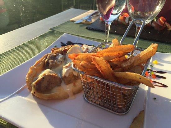 Champagne-Ardenne, France : La tourte andouillette au Chaource avec ses frites maison !!!