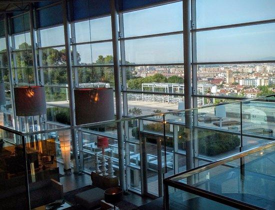 AC Hotel Palau de Bellavista: terrazas, zona de cafetería, comedor, piscina..