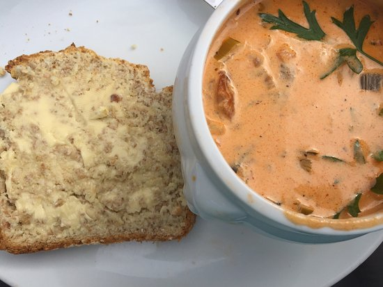 Ballyliffin, ไอร์แลนด์: Award winning seafood chowder and wheaten bread.