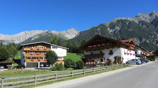Leutasch, Austria: vue prise en face de l'hôtel