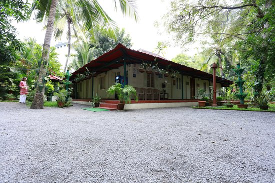 Palm Grove Service Villa : The Kerala traditional looking building