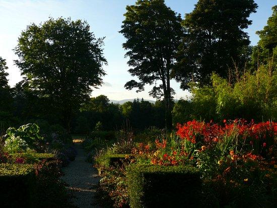 Blessington, Irlanda: Garden and Wicklow Mountains