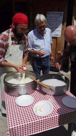 Ravascletto, Italy: Mozzarelle fatte sul momento