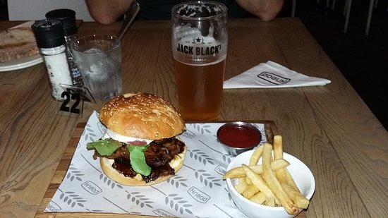 Claremont, Güney Afrika: Craft beer and Pulled pork burger