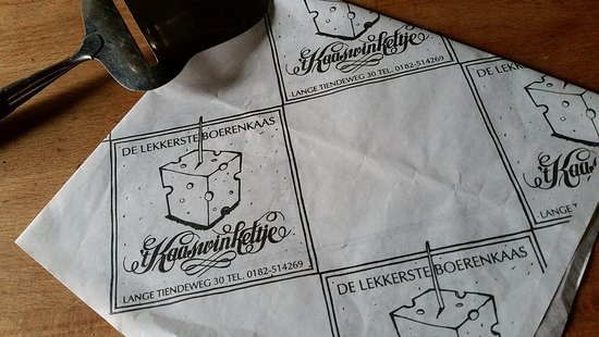 Gouda, Países Bajos: When the shop assistant vavuum-packs your chosen cheeses you get special paper along with it.