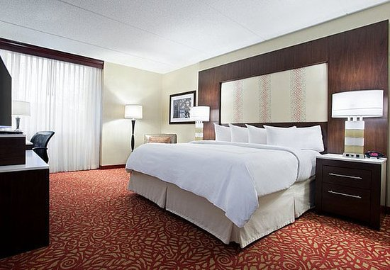 Cranberry Township, PA: One-Bedroom Suite - Sleeping Area