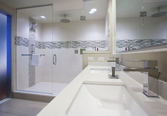 Cranberry Township, PA: One-Bedroom Suite - Bathroom