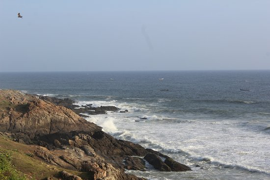 Lighthouse Beach: kovalam rocky beach