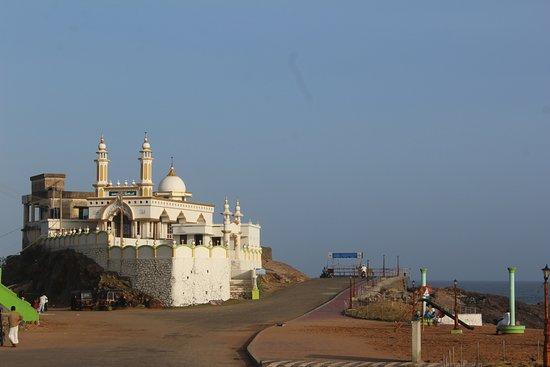Lighthouse Beach: mosque