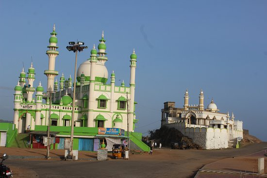 Lighthouse Beach: mosque at kovalam