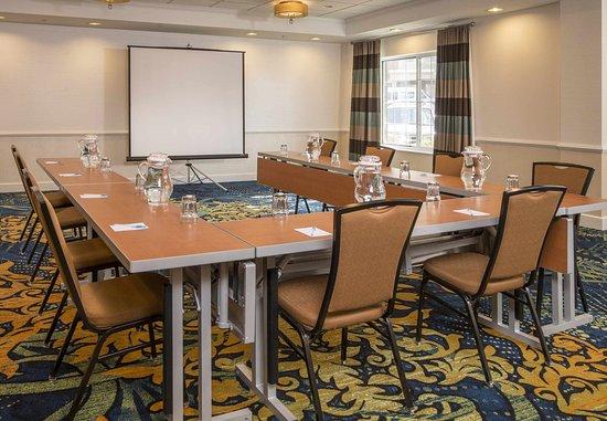 State College, PA: Meeting Room – U-Shape Setup