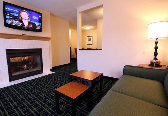 White River Junction, VT : One-Bedroom Suite Living Area