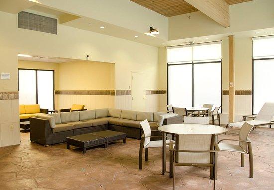 Waterbury, CT: Indoor Pool Lounge Area